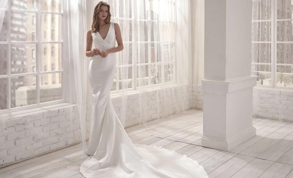 Beautiful V-Neckline Mermaid Wedding Gown