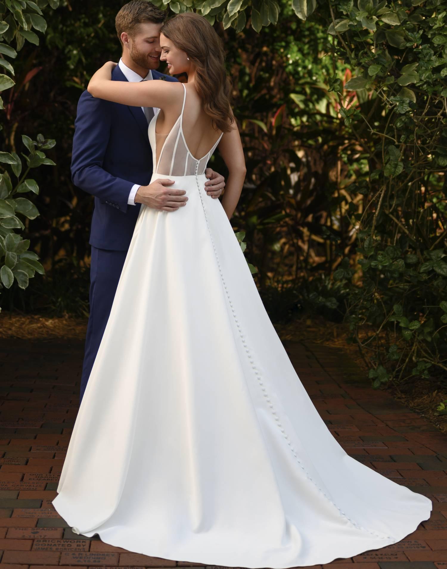 D3080 – Essense of Australia Wedding Dress Collection – Front View