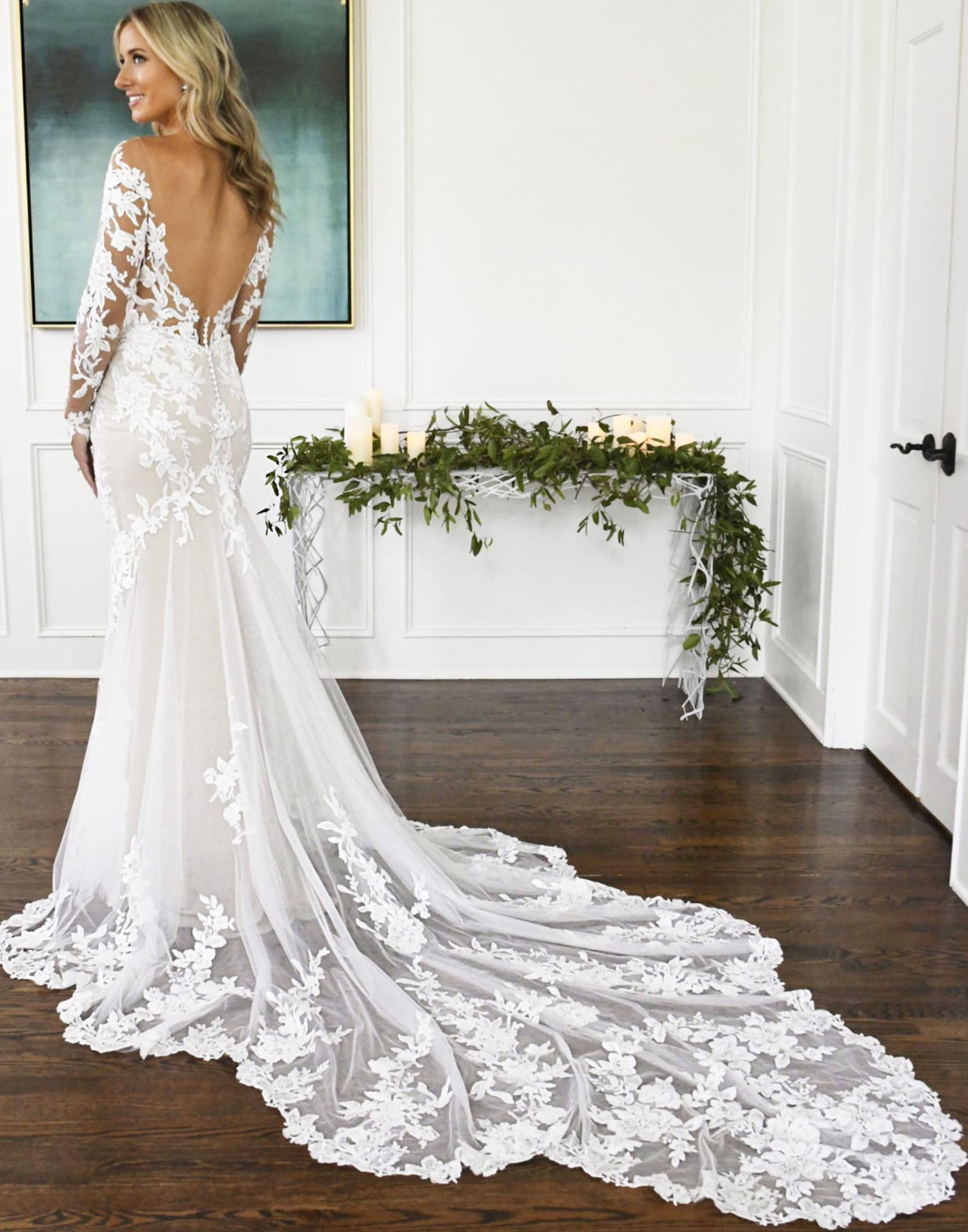 D3284 – Essense of Australia Wedding Dress Collection – Front View