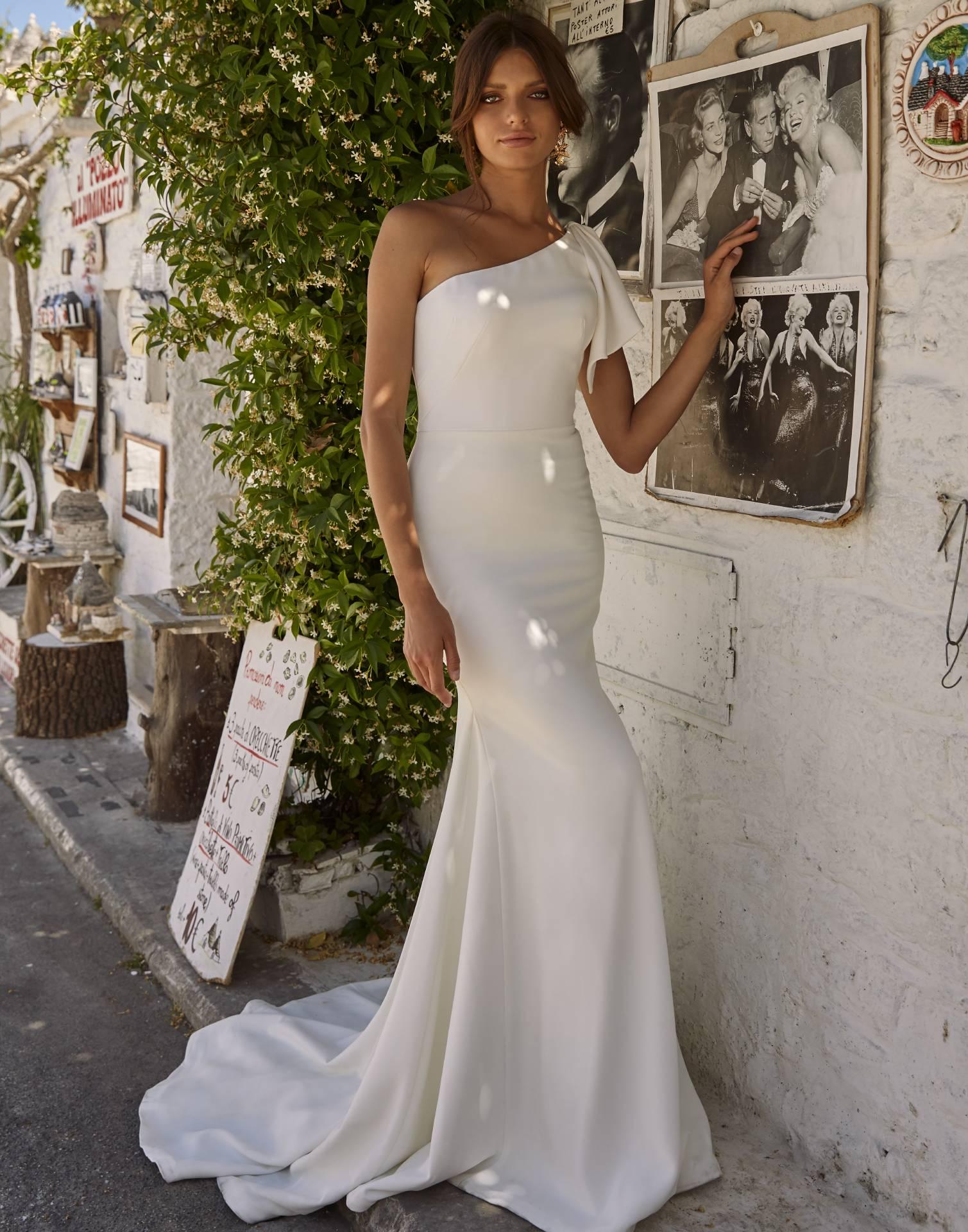 Maddox_wedding_dress_Madi_Lane_collection_front_view-min